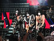 180px-kiss_in_concert_boston_2004